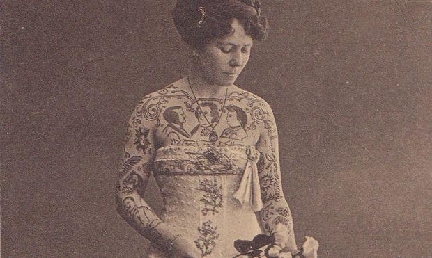 Tätowierte Frauen wie die Schaustellerin Nandl Koritzky hatten es Walther Schönfeld besonders angetan.