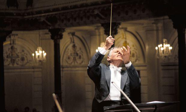 Mariss Jansons, seit 1990 regelmäßiger Gast bei den Festspielen, dirigiert nun erstmals eine Oper in Salzburg.