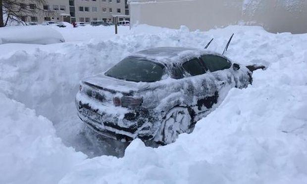 Isländische Stadt stöhnt unter Schneemassen