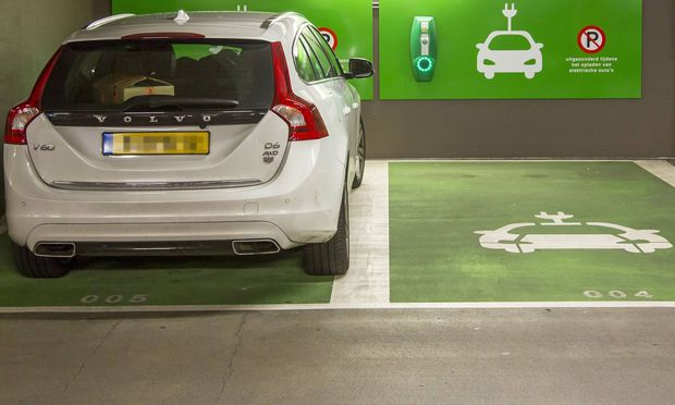 Symbolbild: E-Autos. / Bild: (c) Imago