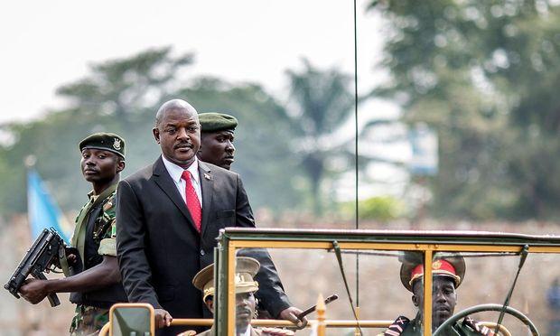 Pierre Nkurunziza will mit Hilfe eines Referendums in Burundi an der Macht bleiben.