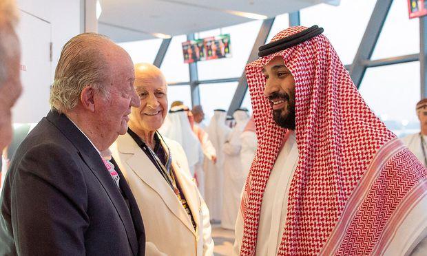 Kronprinz Mohammed bin Salman (r.) sowie Ex-König Juan Carlos