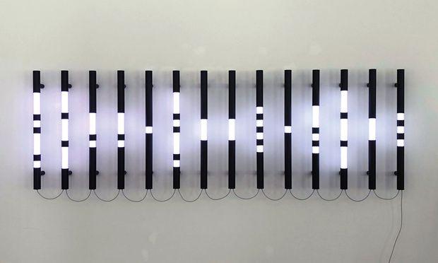 """Lichtspiele. Brigitte Kowanz arbeitete in dem Werk """"Connect the Dots"""" mit LED und Acrylglas."""