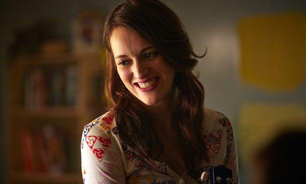 Lulu (Phoebe Waller-Bridge) ist in ihren Jugendfreund verliebt. Aber zugeben? Nie!
