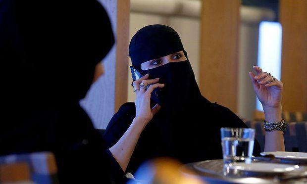 Frauen dürfen in Saudi-Arabien nicht Auto fahren.