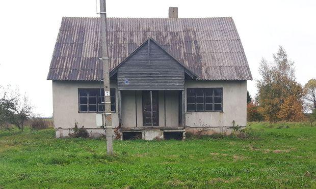 Ein verlassenes Bauernhaus in Litauen