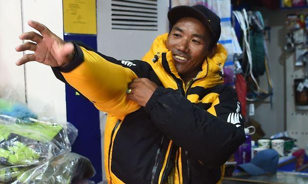 Kami Rita Sherpa hat noch viele weitere Besteigungen des Mount Everests vor.