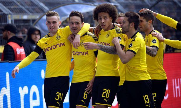 Dortmund bejubelte einen 3:2-Sieg über Düsseldorf. Die Titelchance lebt weiter.