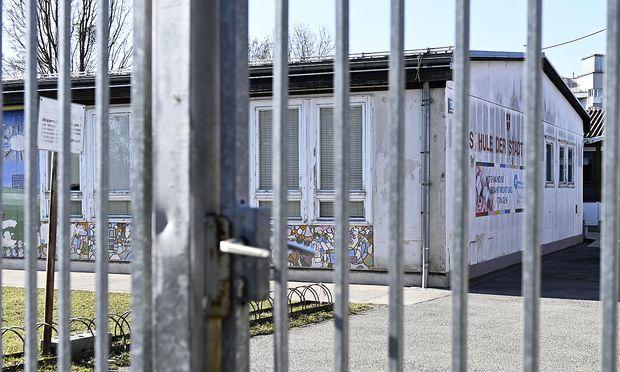 Eine Außenaufnahme des Schulgebäudes der von einer Mäuseplage betroffen Wiener Volksschule.