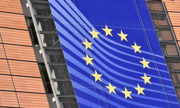 Konkret werde das Bruttoinlandsprodukt in der gesamten EU sowie in der Eurozone laut EU-Sommerprognose nur noch um 2,1 Prozent wachsen.