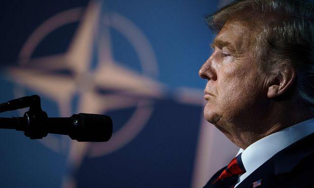 Trump setzte neuerlich die deutsche Kanzlerin, Angela Merkel, massiv unter Druck, einen größeren Beitrag für das Verteidigungsbudget zu leisten.
