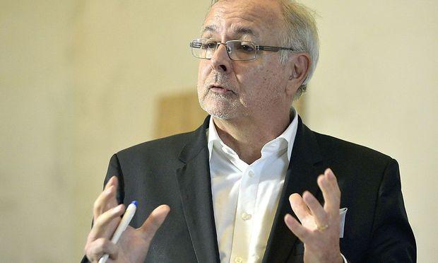 Oliver Rathkolb gibt den historischen wissenschaftlichen Sparring Partner von Gery Keszler.