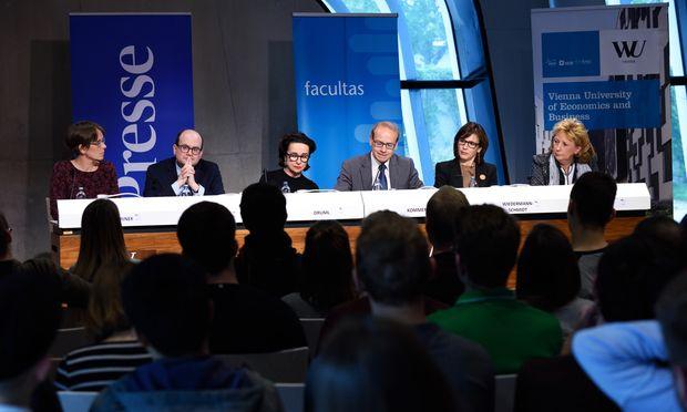 Es diskutierten (v. l.): Maria Paulke-Korinek, Harald Eberhard, Christiane Druml, Moderator Benedikt Kommenda, Ursula Wiedermann-Schmidt und Susanne Schmid.