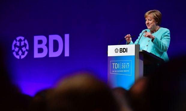 Wirtschaft warnt vor Stillstand - Merkel und Schulz beim BDI