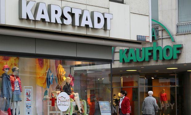 Deutschlandweit soll es Medienberichten zufolge künftig etwa 60 gemeinsame Standorte von Karstadt und Kaufhof geben.