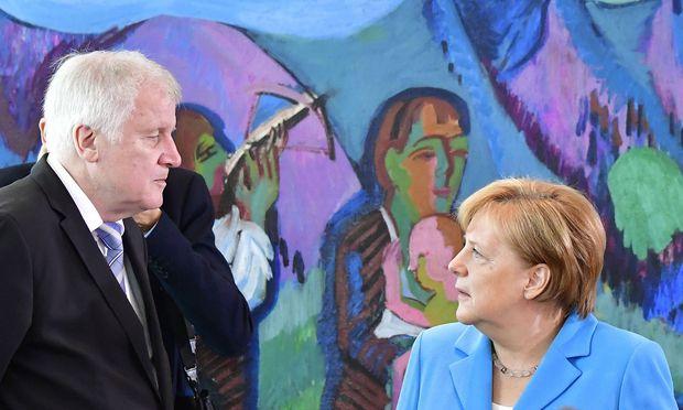 Der deutsche Innenminister Horst Seehofer (CSU) und Kanzlerin Angela Merkel (CDU).