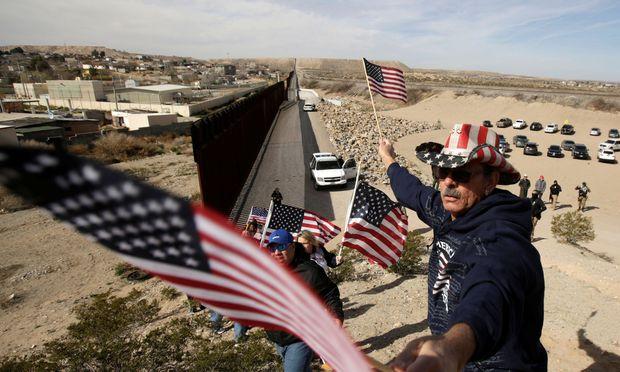 Donald Trump beharrt auf den Bau einer Mauer an der Grenze zu Mexiko