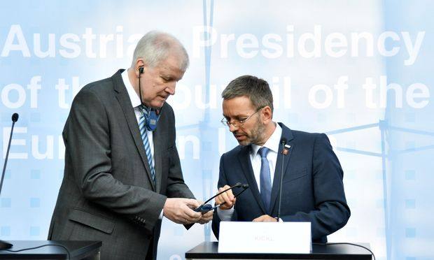 Deutschlands Innenminister, Horst Seehofer, mit Gastgeber Herbert Kickl.