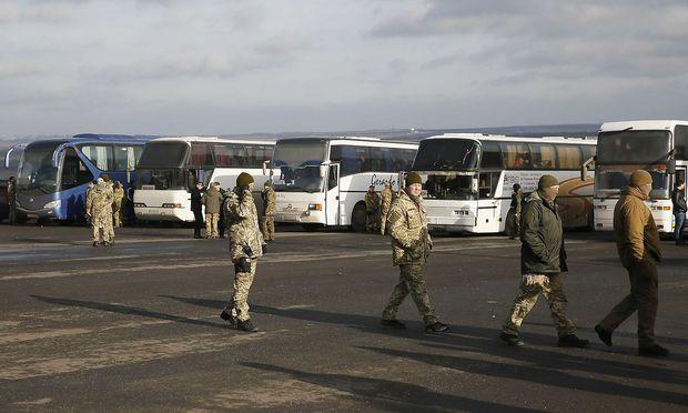 Ukraine und Rebellen tauschen Häftlinge aus