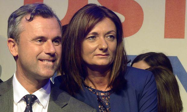 Norbert und Verena Hofer bei einer Wahlkampfveranstaltung.