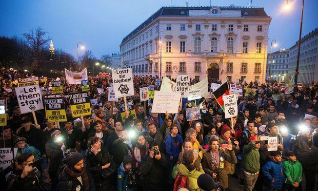 Symbolbild: Teilnehmer an der Demonstration gegen Abschiebungen