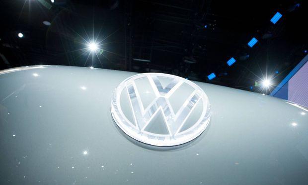 VW Logo am Volkswagen I D BUZZ Feature allgemein Randmotiv Internationale Automobil Aussstellu
