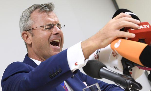 Eigentlich dachte Norbert Hofer, dass sich die FPÖ nach der Ibiza-Affäre wieder stabilisiert hätte. Doch dann kam die Hausdurchsuchung bei seinem Vorgänger Heinz-Christian Strache.