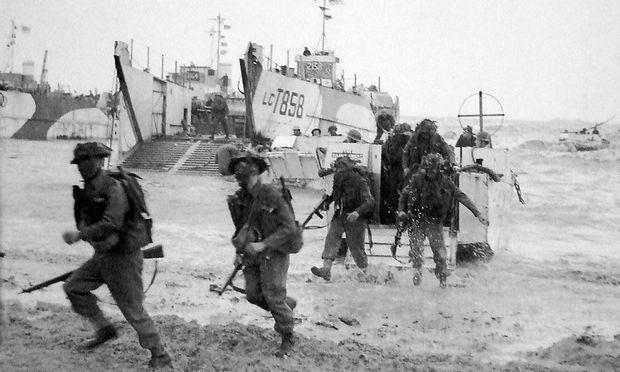 Männer der 50. britischen Infanteriedivision am Gold Beach, 6. Juni 1944, Normandie, nahe La Rivière-Saint-Sauveur.