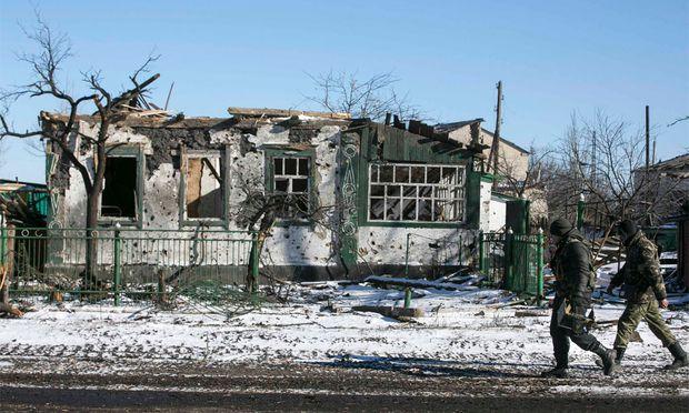 Prorussische Rebellen südöstlich von Debaltsewo.