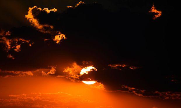 Symbolbild: Wie stark strahlte die Sonne, als sie noch jung war?