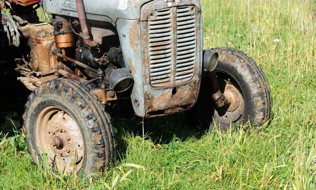 Traktor-Unfall: Sechsjähriger überrollt Zwillingsbruder