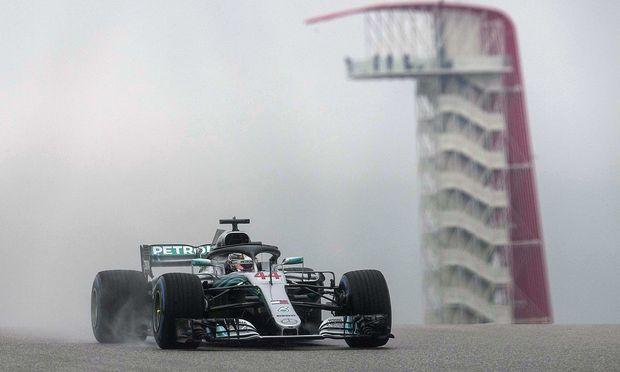 Hamilton ist auch auf nasser Fahrbahn der Schnellste.