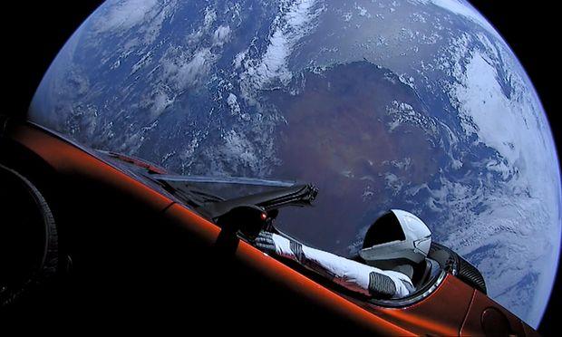 Elon Musk weiß, wie er die Raumfahrt mit PR-Gags in den Fokus rückt: Im Vorjahr schickte er mit einer Rakete ein Tesla-Cabrio ins Weltall.