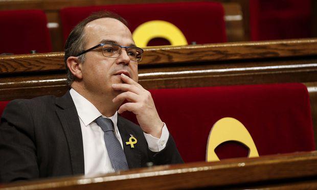 https://media.diepresse.com/images/uploads_620/d/4/8/5393736/Catalan-regional-deputy-Turull-gestures-during-an-investiture-debate-at-Catalonias-regional-parliament-in-Barcelona_1521741558939308.jpg