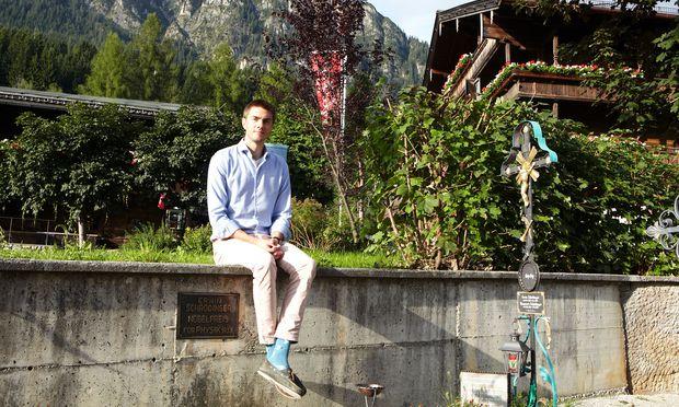 Der deutsche Physiker Jakob Hinney besuchte das Grab von Erwin Schrödinger und plauderte in Alpbach mit anderen Helden seiner Forschung.