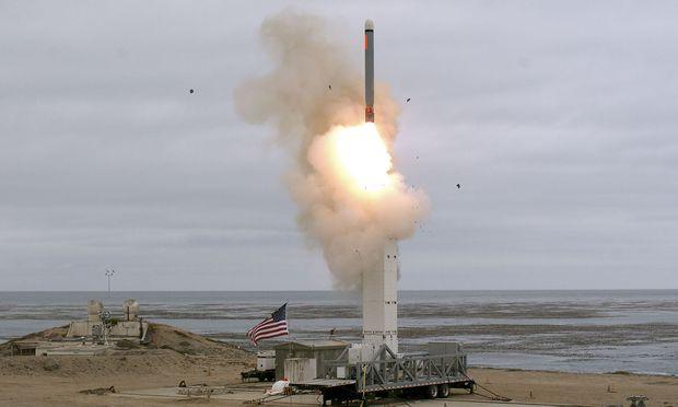 Die USA feuerten eine bodengestützte Rakete in Kalifornien ab, die weiter als 500 Kilometer flog.