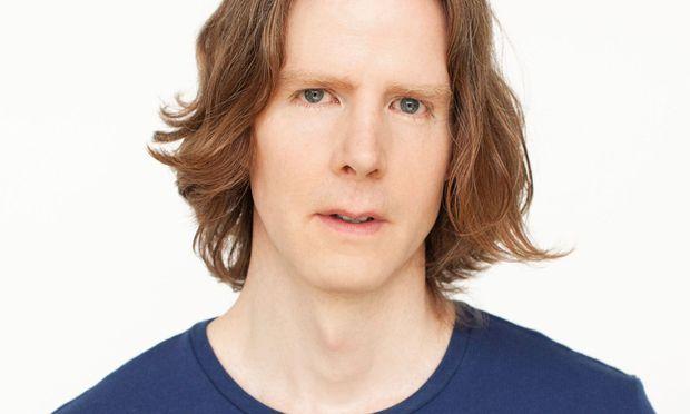 Neil Smith kombiniert Fantasie und Witz mit Verständnis für die Grausamkeiten des Teenager-Alters.