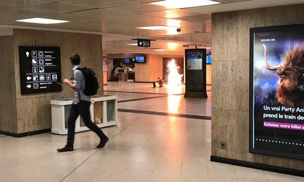 Der Koffer eines Attentäters ging am Brüsseler Zentral-Bahnhof Flammen auf