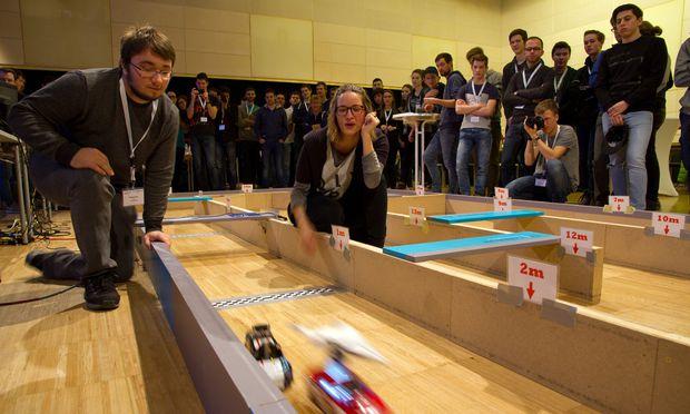"""Der """"Crazy Car""""-Wettbewerb der FH Joanneum soll auch Schüler für ein Technik-Studium begeistern."""