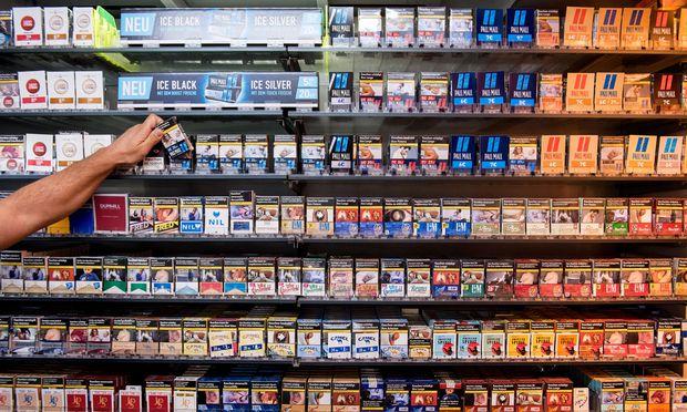 So ist es korrekt: Die Warnhinweise samt Schockbildern müssen für potenzielle Zigarettenkäufer sichtbar sein.