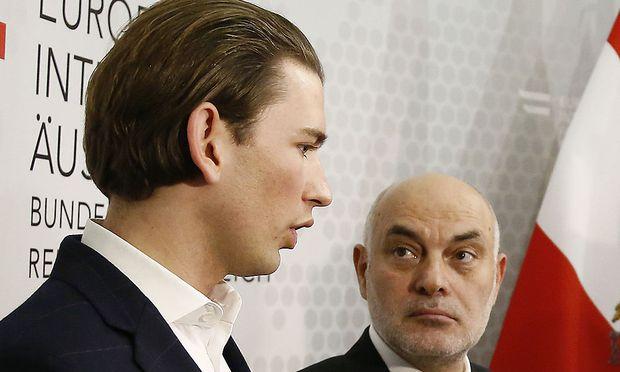 Archivbild: Außenminister Sebastian Kurz und Islamwissenschaftler Ednan Aslan bei einer Pressekonferenz 2015.