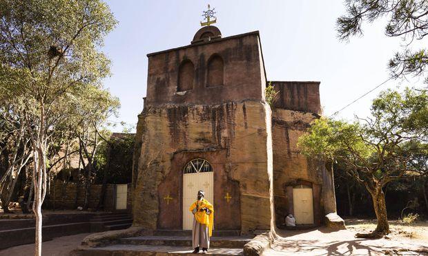 Zahlreiche Kirchen wurden wie ein Monolith aus dem Felsen geschnitten.