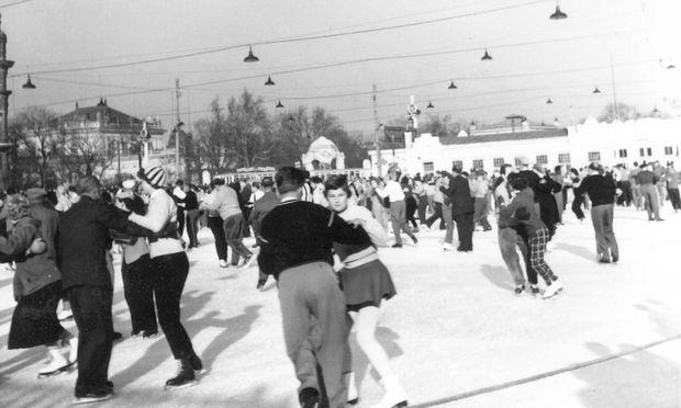 Bis in die 1960er war das Rundtanzen beim Eislaufverein sehr populär (Bild aus 1956). Die Zahl der Hobby-Eistänzer ist heute wieder am Steigen.