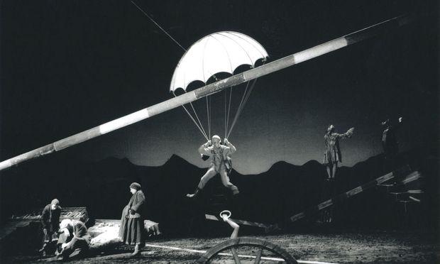 """""""Zurüstungen für die Unsterblichkeit"""" von Peter Handke, Regie: Claus Peymann, Burgtheater 1997."""