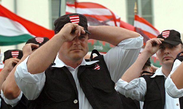 FPÖ flirtet mit rechtsextremer Partei aus Ungarn (im Bild: Paramilitärische ungarische Truppe die in Verbindung mit Jobbik steht