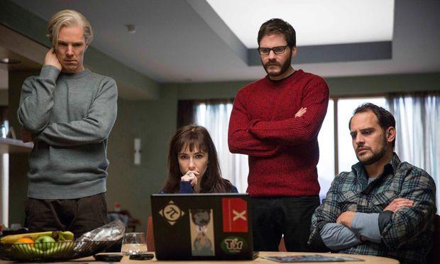 Keine adäquaten Bilder für das Internetzeitalter: Benedict Cumberbatch, Carice van Houten, Daniel Brühl und Moritz Bleibtreu als WikiLeaks-Team.