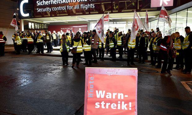 Warnstreik am Flughafen Schoenefeld