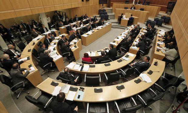 Zypern Parlament entscheidet ueber