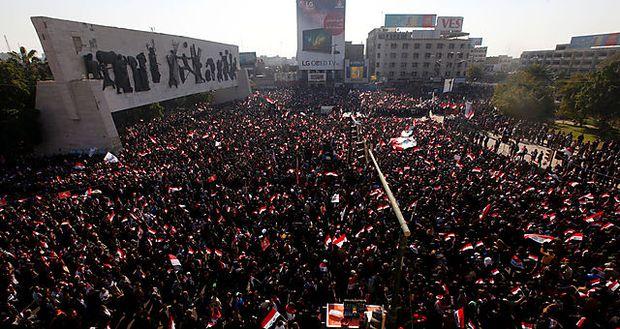 Unterstützuger von Moktada al-Sadr demonstrierten in Bagdad.