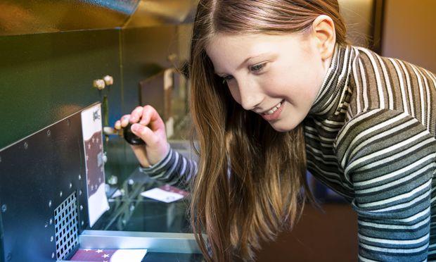 In der Ausstellung kannst du selbst (Spiel-)Geld drucken.